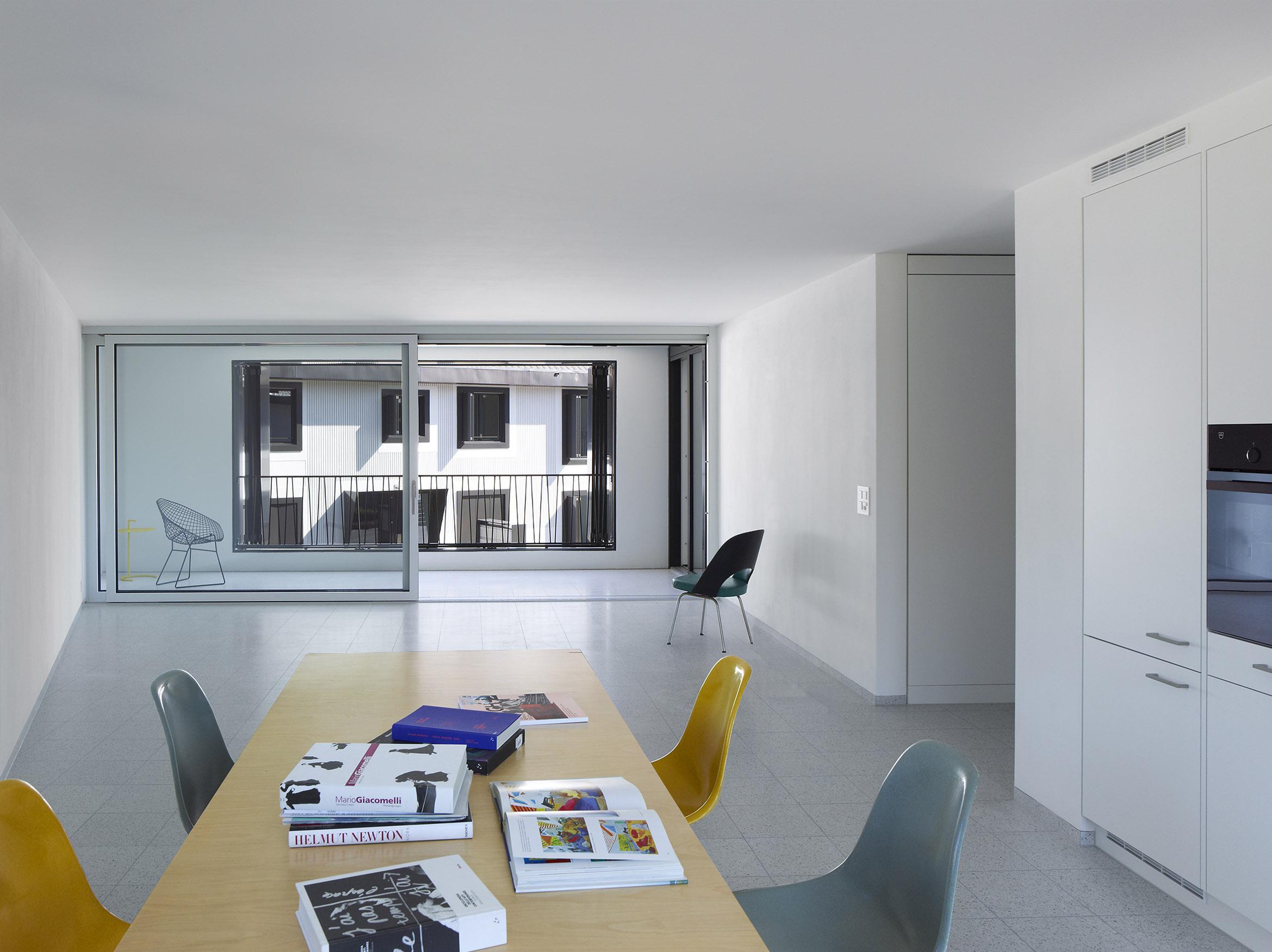 Wohnraum im Obergeschoss / Loggia