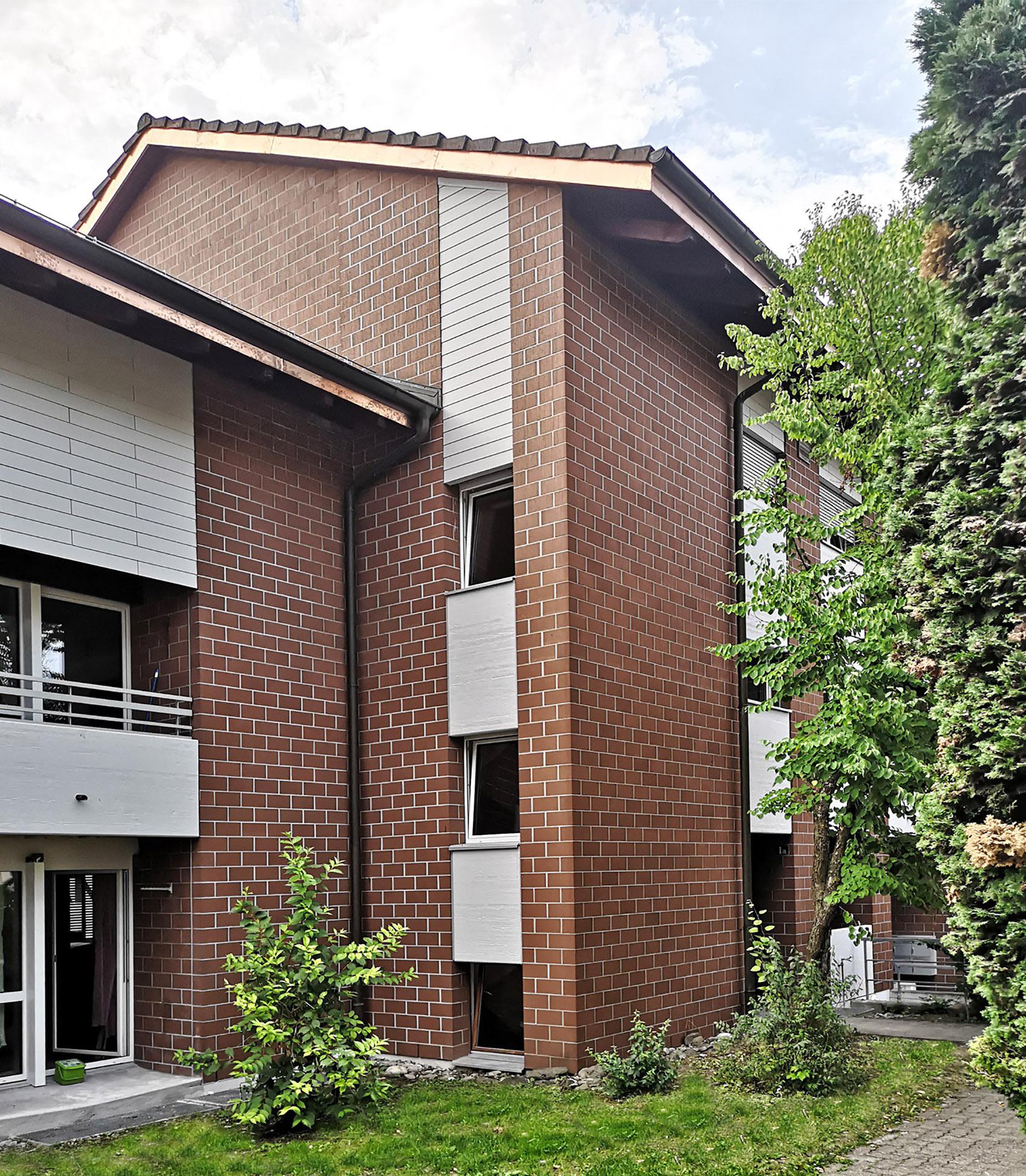 neue Fassadenverkleidung / Geländer